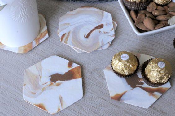 Crée des dessous de verre effet marbre avec de la pâte fimo. Un DIY super simple.