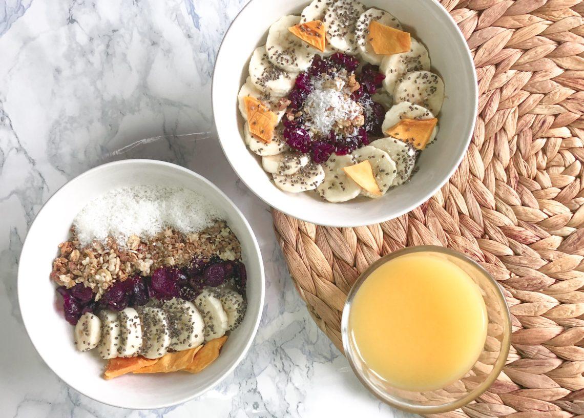 Idéal pour un petit déjeuner complet, le Porridge est en ce moment ma recette favorite. D'une part car il est super facile à faire et nourrissant mais aussi parce qu'on peut varier les ingrédients à l'infini.