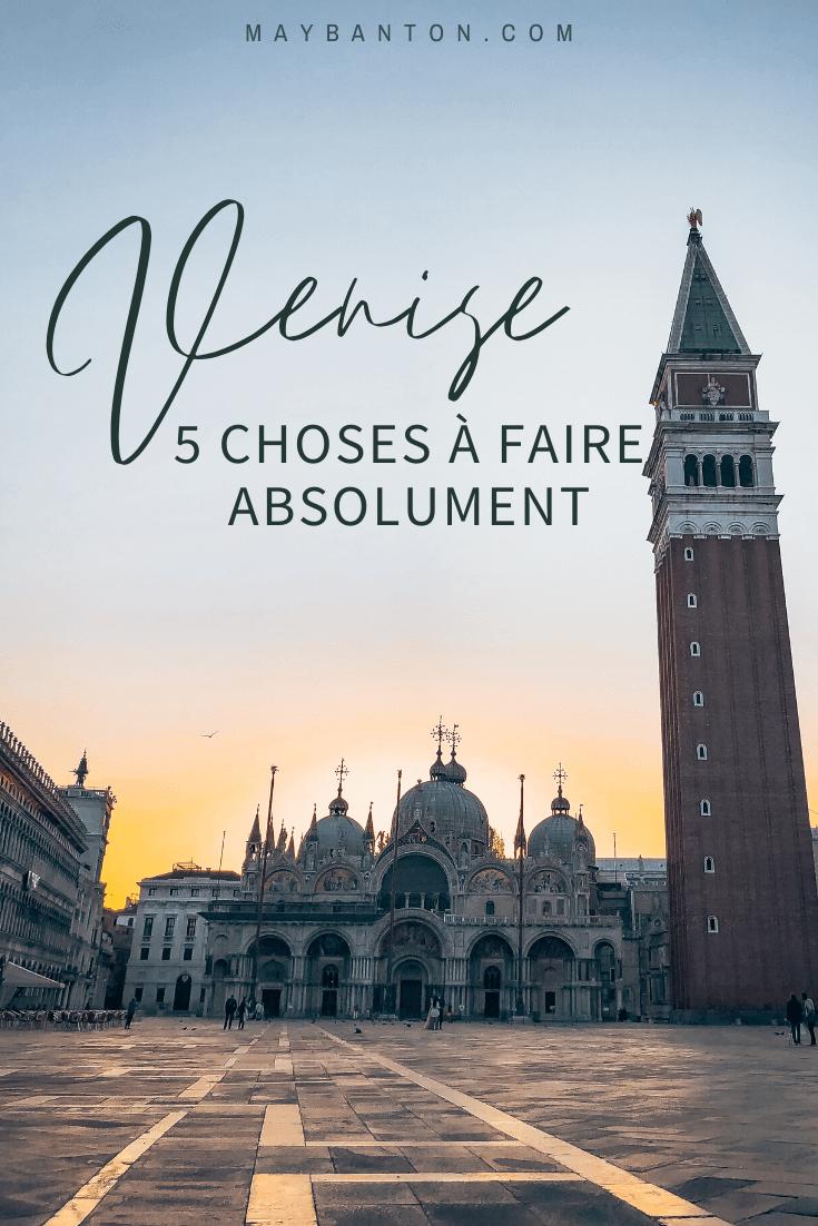 Profiter du lever de soleil sur la place Saint Marc est l'un de mes plus beaux souvenirs de Venise en Italie. Dans cet article je te propose 5 choses à faire absolument dans la cité Doges.